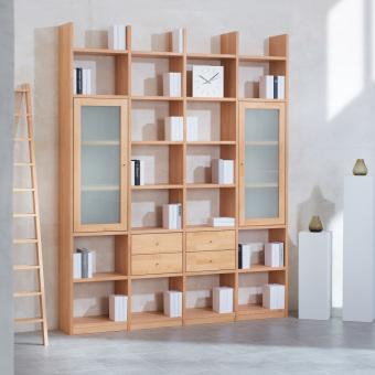 1_Regalwand-in-Buche-Massivholz-keilgezinkt-mit-4-Schubladen-und-2-Rahmenglastueren-in-Mattglas-ueber-jeweils-3-Faecher