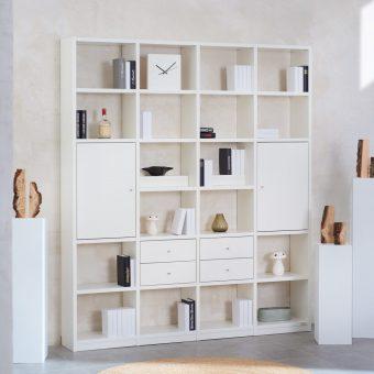 1_Regalwand-in-Weiss-lackiert-mit-4-Schubladen-und-2-Tueren-ueber-jeweils-2-Faecher