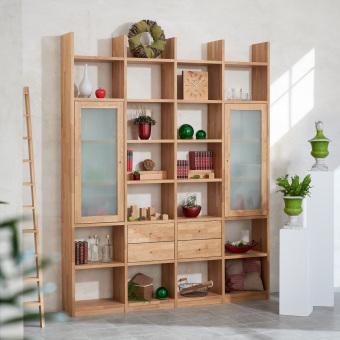 Regalwand-in-Eiche-Massivholz-keilgezinkt-mit-4-Schubladen-und-2-Rahmenglastueren-in-Mattglas-ueber-jeweils-3-Faecher